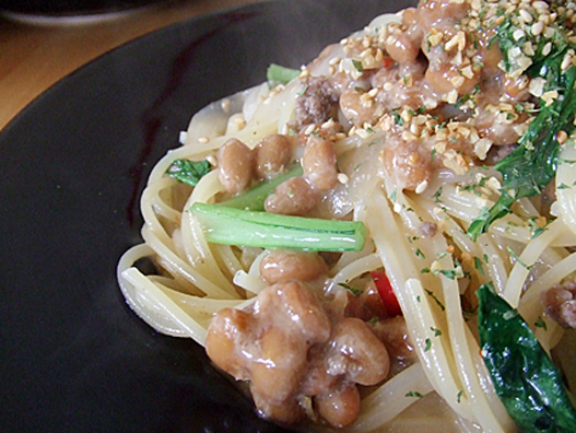 挽肉と納豆のぺペロンチーノ(味噌ベース)アップ