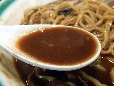 黒油ラーメンスープ