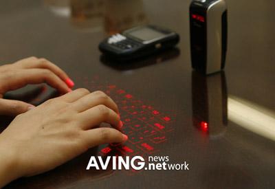 Celluon Bluetooth バーチャルキーボード
