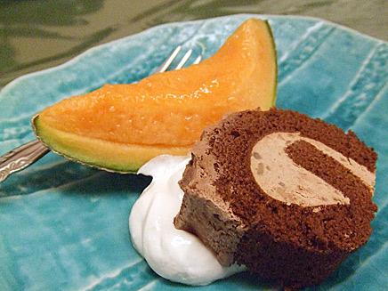 食後デザートのメロンとケーキ